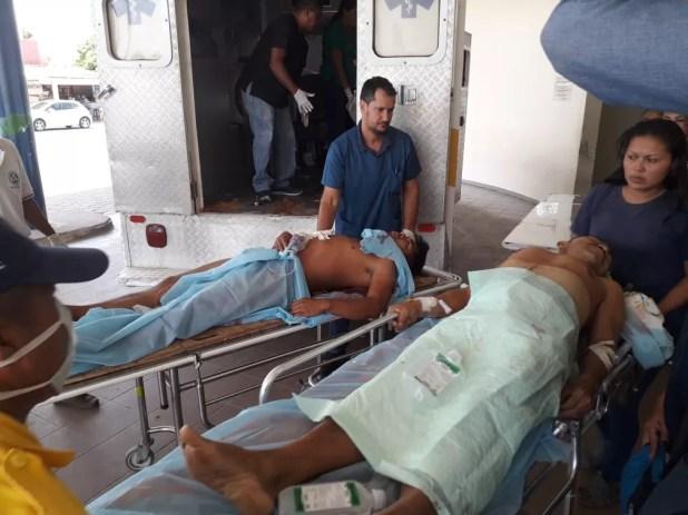 Dois feridos em confronto dentro da Venezuela chegam a Boa Vista — Foto: Pedro Barbosa/G1 RR
