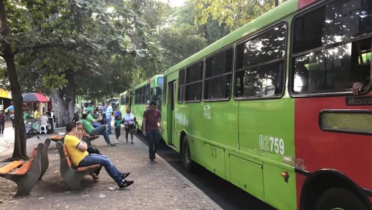 Motoristas e cobradores paralisaram as atividades duranteprotesto em Teresina (Foto: Felipe Pereira/G1 PI)