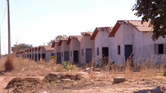 Obras de conjuntos habitacionais no setor Taquari estão paradas em Palmas — Foto: Reprodução/TV Anhanguera