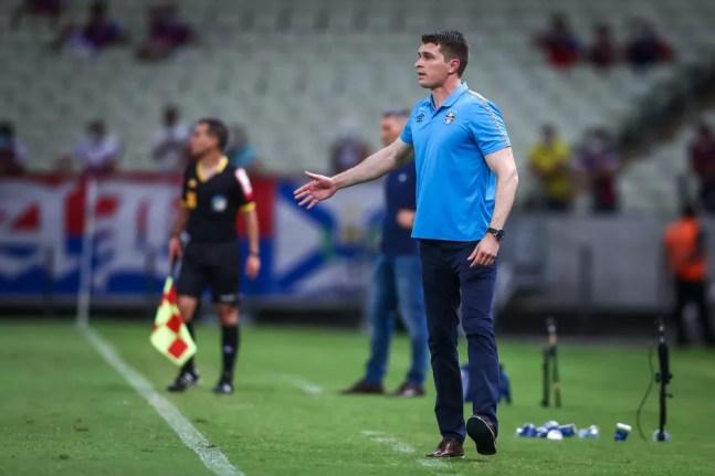 Thiago Gomes não conseguiu evitar mais uma derrota do Grêmio — Foto: Lucas Uebel/Grêmio