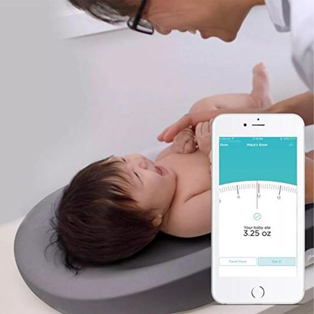 A balança inteligente ajuda no acompanhamento do crescimento das crianças (Foto: Divulgação/Hatch Baby)
