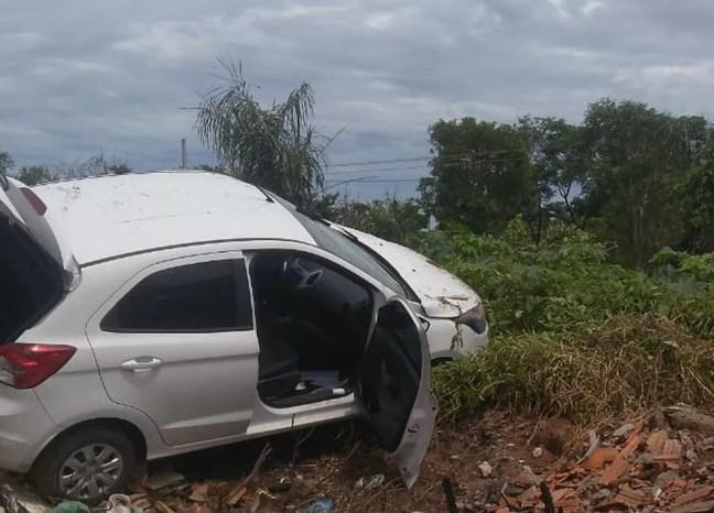 Trio foi perseguido mas capotou carro em Timon.  — Foto: Divulgação/PMMA