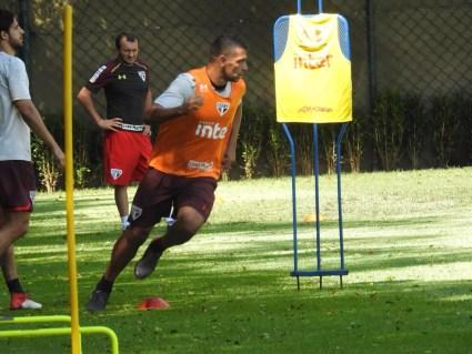Diego Souza treina no CT do São Paulo (Foto: Marcelo Hazan)