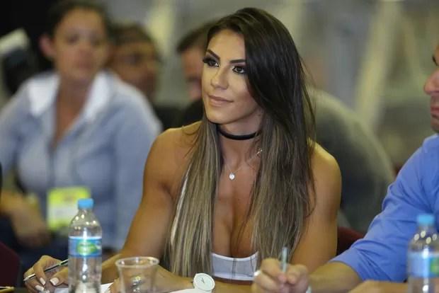 Carol Saraiva é jurada no Arnold (Foto: ROBERTO FILHO / BRAZIL NEWS)