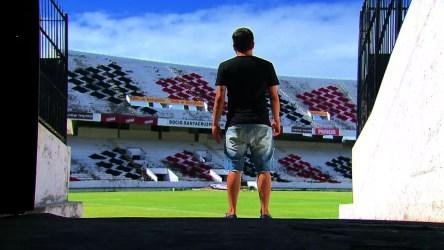 Aos 26 anos de idade, Renatinho aguarda definição de futuro no futebol (Foto: Reprodução / Globo Esporte)