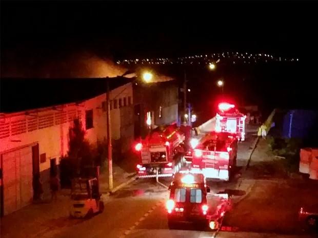 Incêndio atinge fábrica de brinquedos em Aparecida, SP (Foto: Arquivo Pessoal)