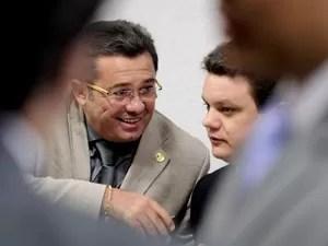 O presidente, senador Vital do Rêgo (PMDB-PB), à esq., e o relator, deputado Odair Cunha (PT-MG), durante a sessão da CPI  (Foto: Pedro França / Agência Senado)