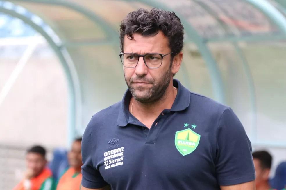 Alberto Valentim não é mais técnico do Cuiabá — Foto: AssCom Dourado