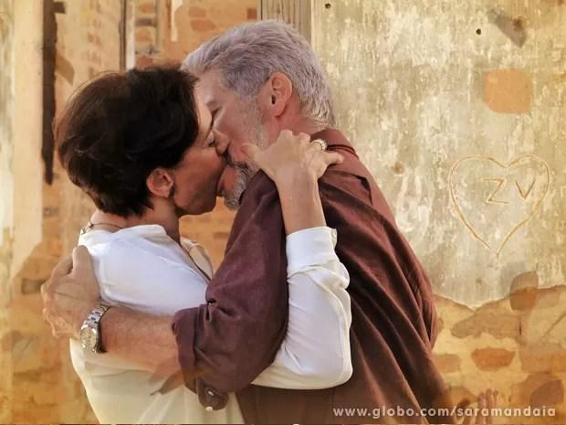 O amor falou mais forte que o ódio (Foto: TV Globo/Saramandaia)