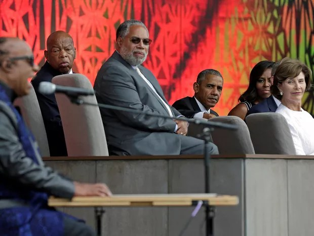 Stevie Wonder se apresenta na inauguração do Museu Afro-Americano, em Washington (Foto: Yuri Gripas / Reuters)