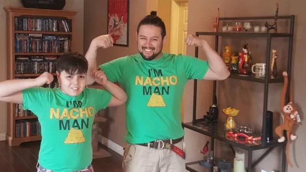 Wilson e Kenzo: para ele, pais têm de enfrentar problema e deixar preconceito de lado (Foto: Arquivo Pessoal/BBC)