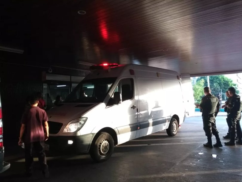 Guarda municipal e mulher que estava com ele no carro estão internado em situação grave no Hospital Walfredo Gurgel, em Natal — Foto: Acson Freitas/Inter TV Cabugi