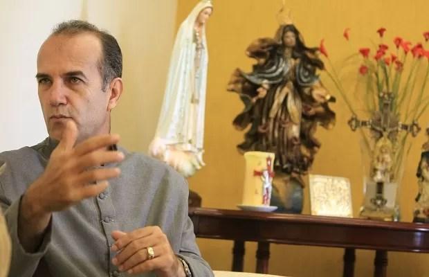 Padre Luiz Augusto, em Goiânia (Foto: Diomício Gomes/O Popular)
