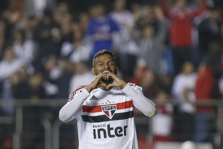 Reinaldo foi destaque contra o Corinthians ao marcar dois gols na vitória por 3 a 1 sobre o rival (Foto: Marcello Zambrana/Agência Estado)
