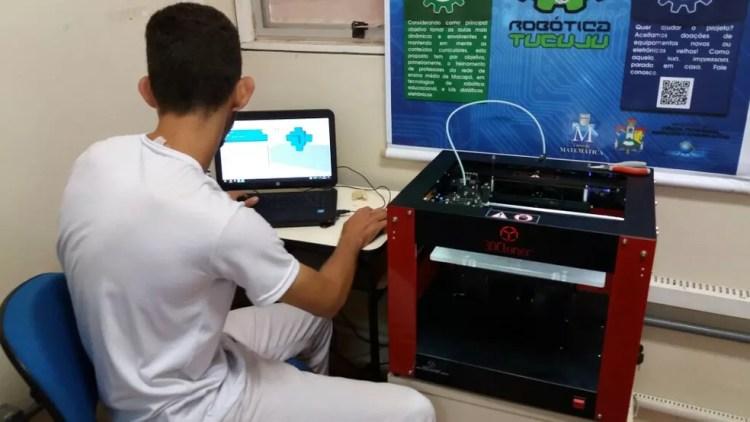 Impressora 3D foi adquirida através de edital federal (Foto: Jorge Abreu/G1)
