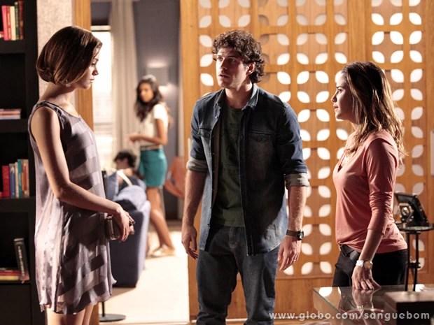 Bento entra e ouve Amora dizer que está grávida! (Foto: Sangue Bom/TV Globo)