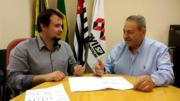 Bruno Pegorin e Riad Elia Said, da regional de Bauru do Secovi-SP: dados indicam cenário otimista para o setor (Foto: Sérgio Pais)