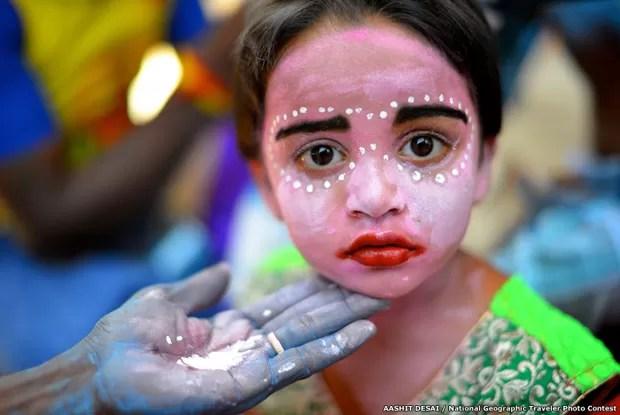 Foto de uma garotinha indiana é uma das concorrentes (Foto: Aashit Desai/National Goegraphic Traveler Photo Contest/BBC)
