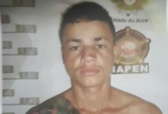 Rodrigo Duarte Gomes saiu pela porta da frente da Defla após polícia se atrapalhar com decisão da Justiça — Foto: Divulgação/Iapen-AC