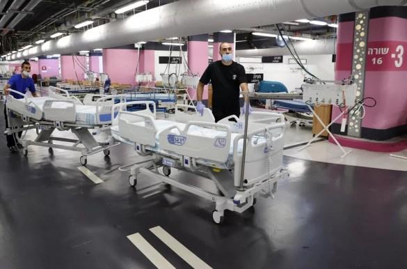 Saturado pela Covid-19, Rambam Health Care Campus, em Haifa, transformou estacionamento subterrâneo em unidade de terapia intensiva, nesta quarta-feira (23). — Foto: Jack Guez/AFP