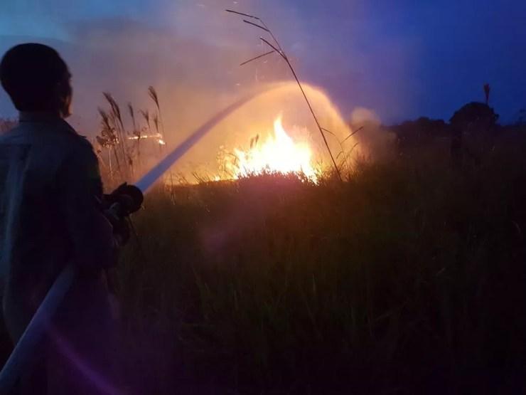 Incêndio ocorreu na noite desse sábado (25) em Sena Madureira — Foto: Divulgação/Corpo de Bombeiros
