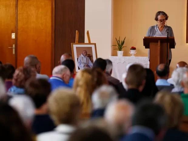 Missa é celebrada em Saint-Etienne, cidade onde padre foi assassinado (Foto: Charly Triballeau / AFP)