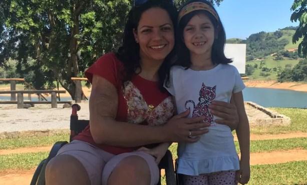 Tatiana Rolim com sua filha, Maria Eduarda, de 7 anos