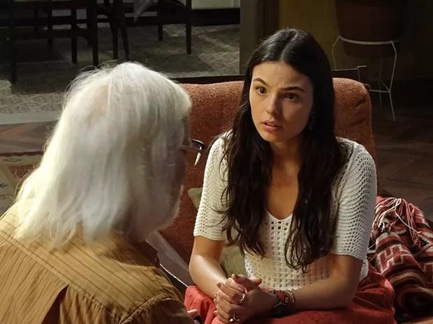 Sandra fica chocada com a história que Vicente conta para ela (Foto: Boogie Oogie/TV Globo)