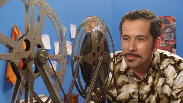 A chegada em massa da televisão no interior do Ceará, na década de 1970, colocou em risco as salas de cinema da região. Mas um herói, chamado Francisgleydisson, resolveu lutar contra o domínio televisivo. Suas armas: criatividade e muito bom-humor.