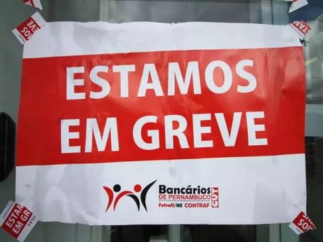 Bancários decretaram greve por tempo indeterminado a partir desta terça (6)  (Foto: Marlon Costa/Pernambuco Press)