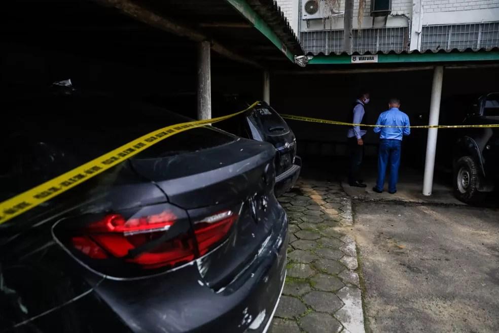 Carros apreendidos durante investigação do assalto em Criciúma — Foto: Diorgenes Pandini/NSC