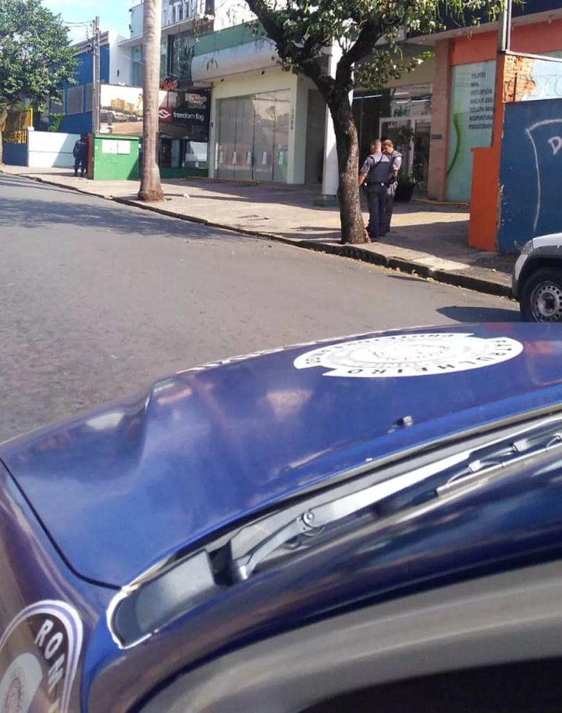 Criminosos tentaram invadir agência bancária em Limeira (Foto: Nivaldo Veloz)