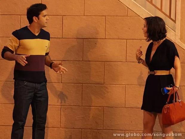Clima fica tenso entre o casal (Foto: Sangue Bom / TV Globo)