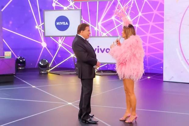 Claudia Leitte e Silvio Santos (Foto: Lourival Ribeiro / SBT)