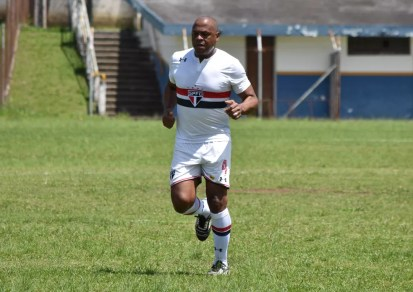Zagueiro Ronaldão participa de jogo de Masters — Foto: Filipe Rodrigues/GloboEsporte.com