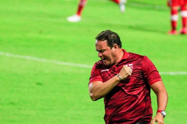 Roberto Fernandes comemora vitória do CRB — Foto: Ailton Cruz/Gazeta de Alagoas