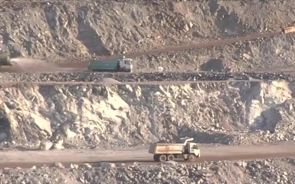 Extração de amianto em Minaçu — Foto: Reprodução/TV Anhanguera