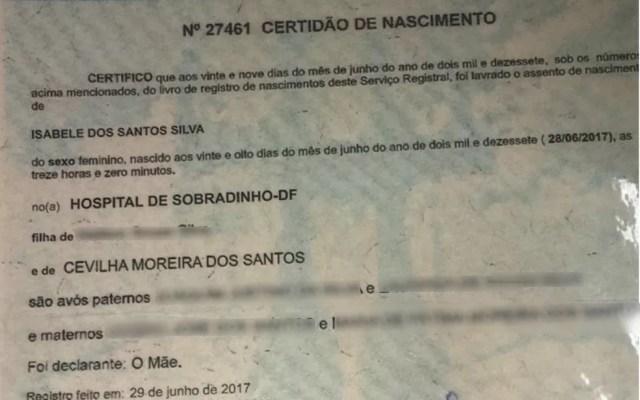 Mulher suspeita de sequestrar bebê no DF portava certidão de nascimento falsificada (Foto: Reprodução/Polícia Civil)