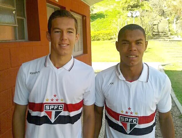 Victor Juffo e Tiago Moura, meia e atacante do São Paulo Sub-20 (Foto: Divulgação/Rio Branco AC)