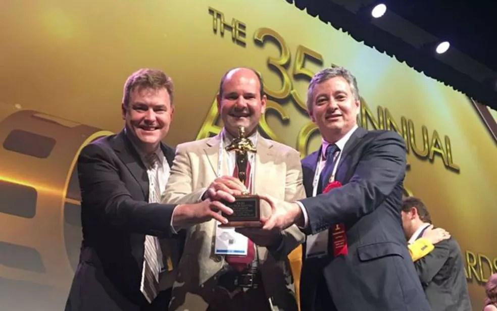 Médicos recebem prêmio em congresso internacional de oftalmologia (Foto: Divulgação)