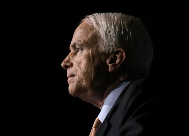 Senador norte-americano John McCain foi vítima de tumor no cérebro — Foto: J. Scott Applewhite/AP