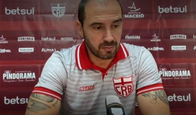 Allan Aal disse que time sofreu o gol quando diminuiu o ritmo — Foto: Reprodução/CRB