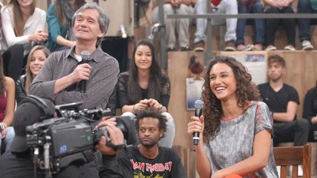 Débora Nascimento e Tiago Leifert conversam com a plateia
