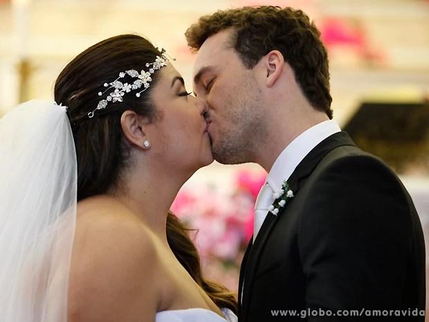 Perséfone realiza seu sonho e se casa com Daniel (Foto: Pedro Curi / TV Globo)