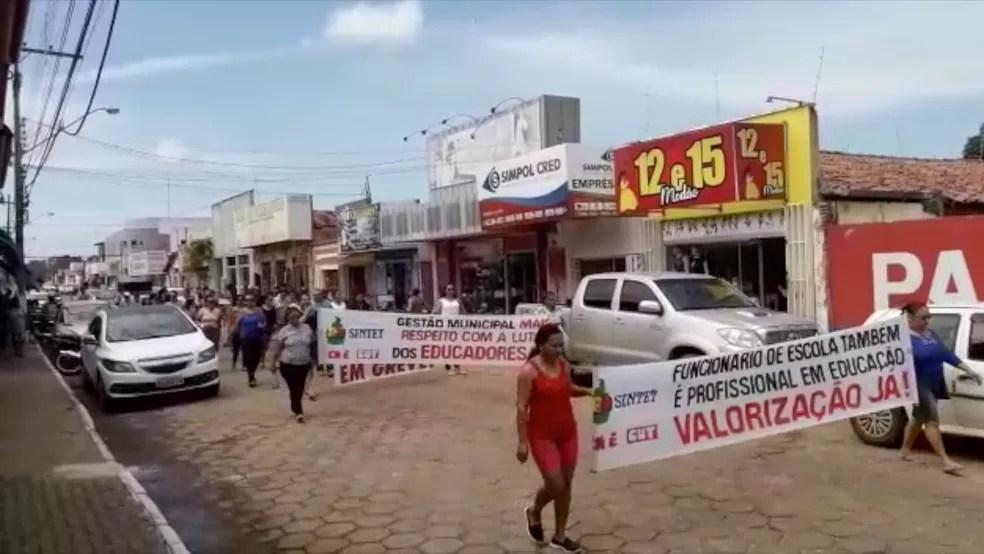 Funcionários manifestam pela falta de pagamento de salário em Miracema. — Foto: Reprodução