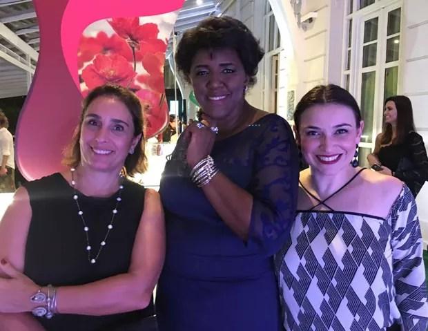 Andréa Dantas (Diretora de Grupo QUEM, Marie Claire e Monet), Rachel Maia (CEO da Pandora) e Virginia Any (Diretora de Mercado Anunciante da Editora Globo)  (Foto: QUEM)