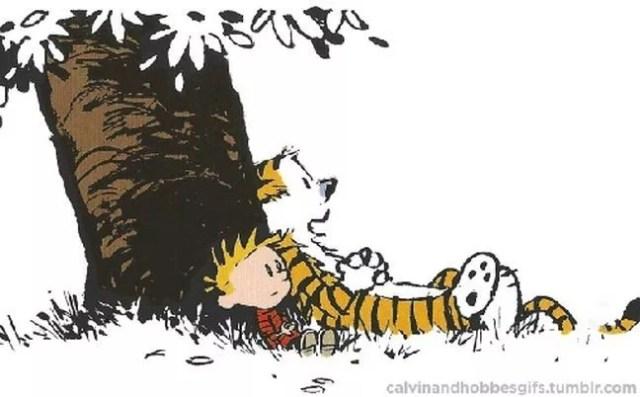 Calvin e Hobbes ocupados em não fazer nada (Foto: calvinandhobbesgifs.tumbir.com)