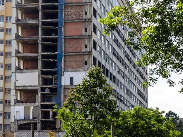 Vista geral do prédio do Hospital Universitário Clementino Fraga, da UFRJ, no campus Fundão. Hospital foi inaugurado em 1º de março de 1978. (Foto: Rodrigo Gorosito/G1)