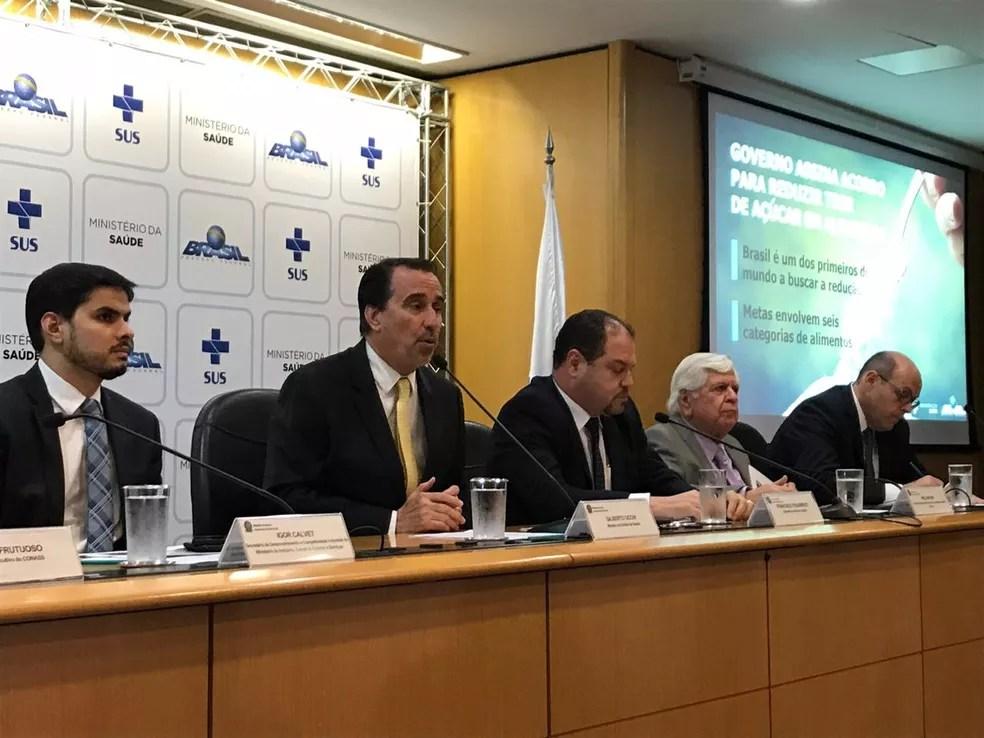 Ministro Gilberto Occhi fala durante coletiva de imprensa do Ministério da Saúde em Brasília — Foto: Twitter/Ministério da Saúde