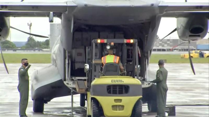 Vacinas contra a Covid-19 chegam a base aérea de Campo Grande (MS) — Foto: TV Morena/Reprodução